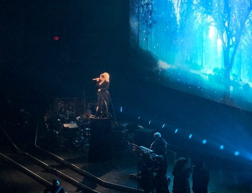 Kelly Clarkson's Meaning of Life Tour highlights new songs, old hits